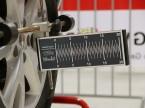 Travail avec le système de mesurage d'essieux au laser.