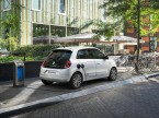 Renault und viele andere OEM weiten das Angebot von BEV aus. Statt über 2 Tonnen schwere SUV damit auszurüsten kommt die E-Mobilität im Fahrzeugsegment an, wo sie technisch und ökologisch Sinn macht: bei den Kleinwagen. (Bild: Renault)